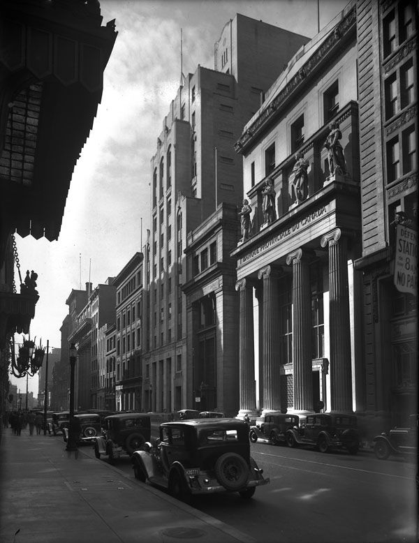 Exterior view of the Banque Provinciale du Canada and the Montreal Star building, Montreal, ca. 1930 (BAC, Mikan 3685902, Copyright: expired Credit: Library and Archives Canada)