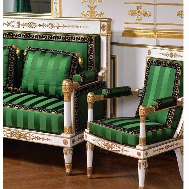The Finely Restored Suite Of Empire Furniture In The Salon Vert Made C 1805 10 Is Attributed To Jacob Desmalter Mobilier De Salon Mobilier Couvre Lit