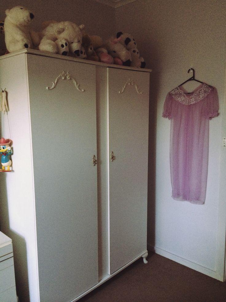 Vintage Queen Anne dresser