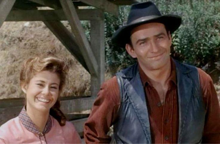 Roberta Shore und James Drury als Betsy und Virginian