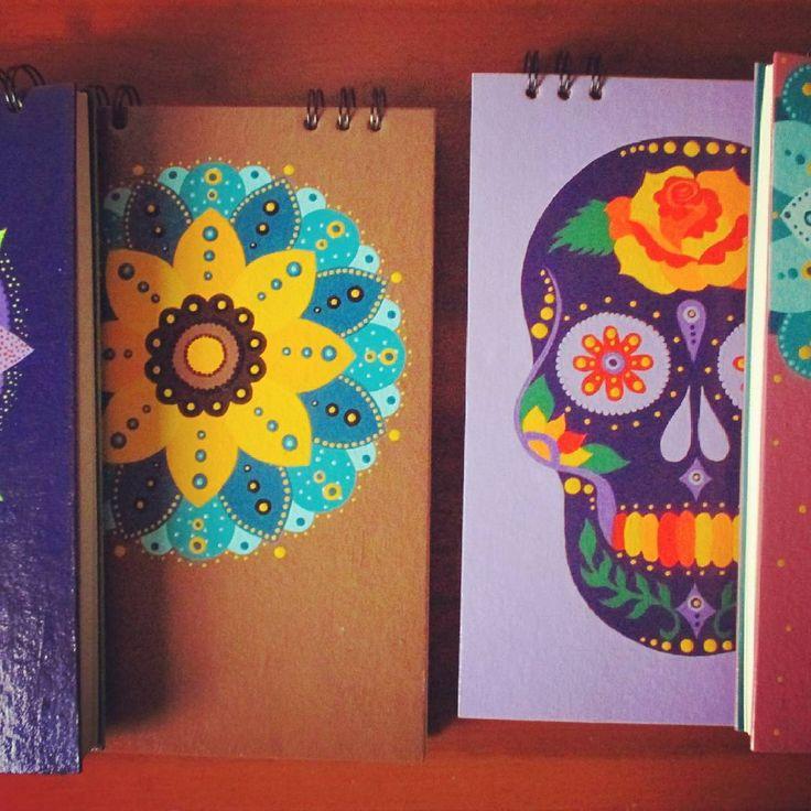 Libretas pintadas a mano al acrílico. Pasta dura, papel sin cloro.   #libretasamano #calico #agendaspintadas #libretaspintadas #artecali #libretaspersonalizadas #agendascoloridas #calicolombia #gatosania