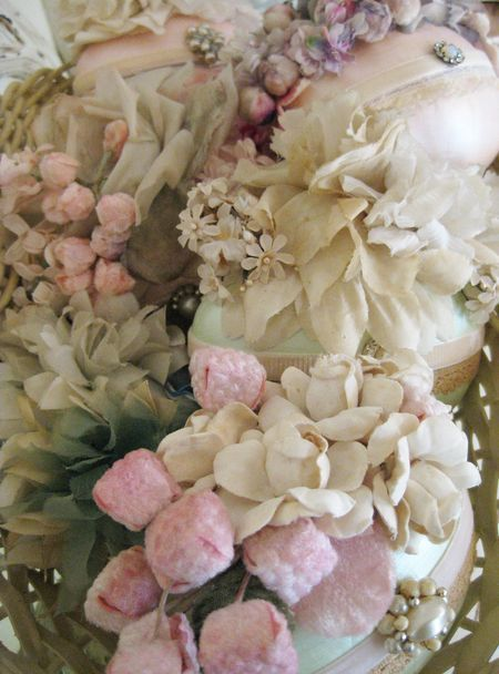 What is it about this that makes me want to dive into another era it seems to represent...: Beautiful Flower, Millinery Flower, Shabby Chic, Vintage Easter, Vintage Eggs, Easter Spr, Vintage Millinery, Easter Eggs, Silk Flower