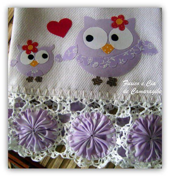 pretty crochet around yo-yos for a towel or pillowcase