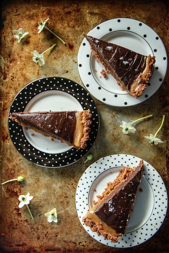 Kürbis-Caramel und Schokolade Ganache-Törtchen mit einem Kartoffel-Chip-Coconut Crust- Vegan und glutenfrei von HeatherChristo.com