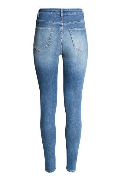 Superstretchhose High Waist: Hose aus superstretchigem, gewaschenem Twill mit schmalem Bein und hohem Bund. Modell mit angedeuteten Taschen vorn und echten Taschen hinten.