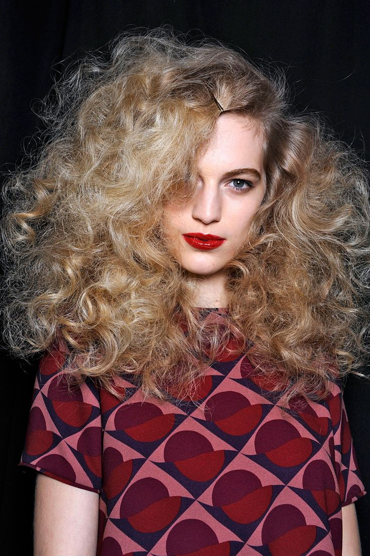 Curl Clouds Volumized, teased curls will take the place of beachy waves as the temperature starts to drop. As seen on the runways at Marc by Marc Jacobs and Bottega Veneta, curl clouds are ringlets that are manipulated to be airy and soft, and to reach entirely new hair heights.