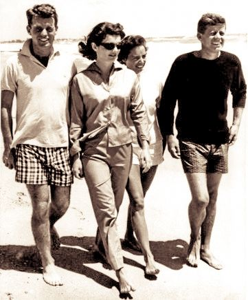 Casual class ! J.F.K., Jackie, Robert and Ethel Kennedy