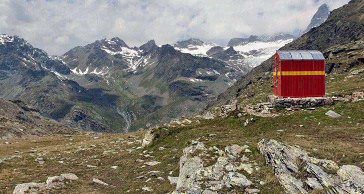BIVACCO ANGHILERI RUSCONI - Si trova poche decine di metri sopra il Passo Confinale, nei pressi della linea di confine.