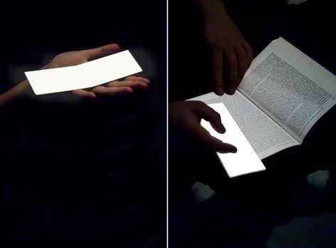 Malgrès la forme très simple ce marque-pages se démarque car il est lumineux. Cependant on ne sait pas si la lumière qu'il produit est suffisante pour lire.