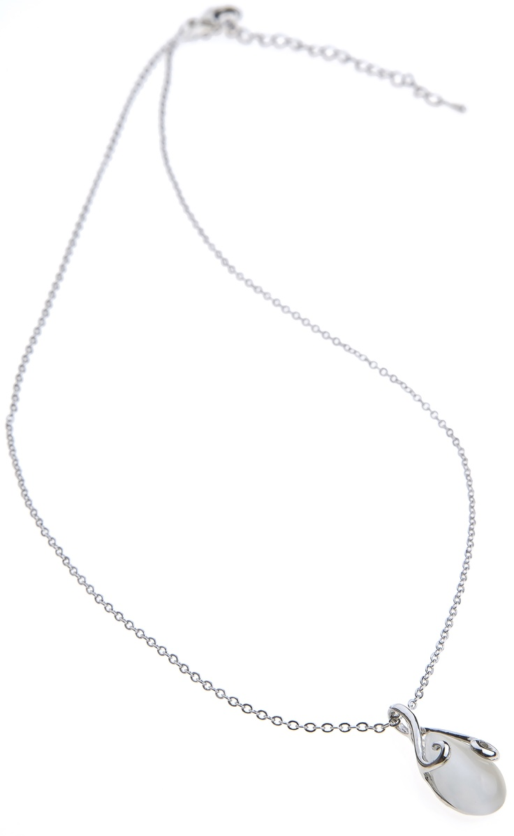Necklace with puerl stone
