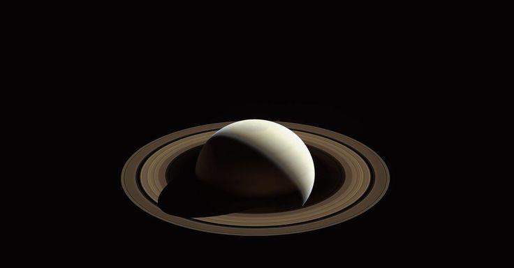 Astronomie: Ruimtesonde Cassini heeft geen contact meer met aarde. Vrijdagmiddag Nederlandse tijd kwamen de laatste gegevens binnen bij de NASA. Na dertien jaar cirkelen rond Saturnus is er een eind gekomen aan een missie die vaak voor verwondering zorgde. En tal van nieuwe inzichten opleverde. Vijf hoogtepunten.