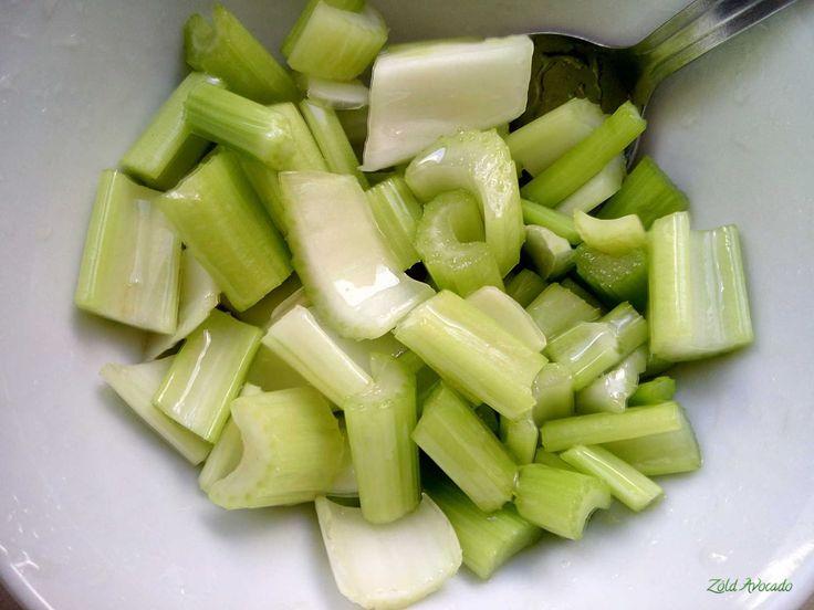 édes pácban pihenő zeller saláta  (vegán, nyers)