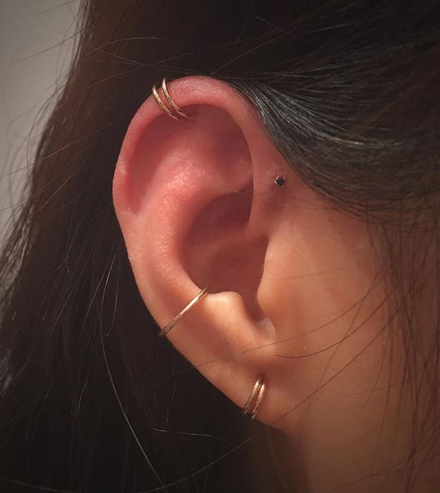 Doubled Rose Gold cartilage piercing with a fresh Rose Gold Conch by @adriancastillo