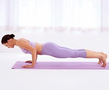 Firm up with this 5-minute Pilates routine -- a workout that hits every major muscle group in no time.