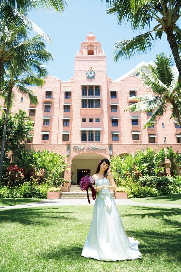 ハワイ挙式・海外挙式なら[クラシコウエディング]ロイヤルハワイアン・ヘルモアガーデン Photo © WATABE WEDDING #ハワイ挙式 #ガーデンウェディング #ロイヤルハワイアン