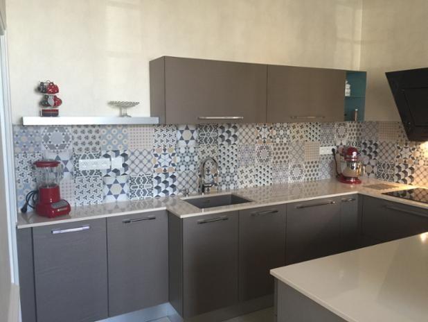 ¡Estamos muy satisfechos de cómo ha quedado la serie #Bistro en esta cocina 🍽 de un hogar francés! 🇫🇷