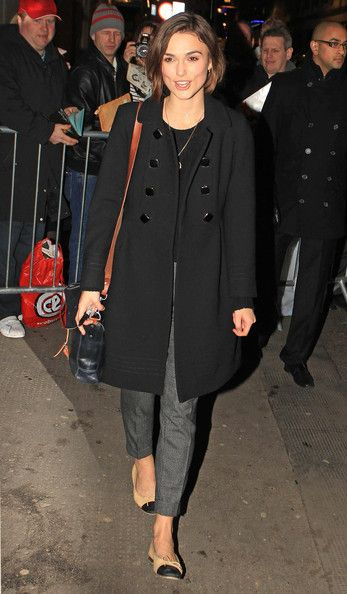 "Keira Knightley Photos Photos - Keira Knightley greets her public following another performance of the play ""The Children's Hour"". The fashionable actress sported beige Chanel flats. - Keira Knightley Leaves the Comedy Theatre"