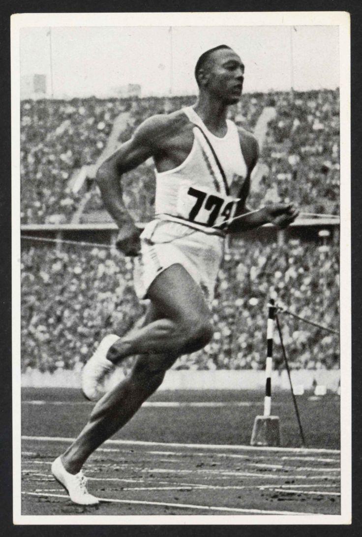 Jesse Owens en pleine course aux Jeux Olympiques de 1936 à Berlin, photographie, 1936 (Collection MNS). #Sport #Histoire #Athlétisme #USA #JO #Berlin