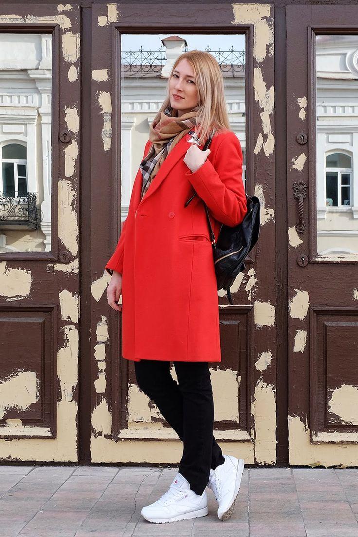 Красное женское пальто (104 фото): какой шарф, шапку, короткое, длинное, в клетку, с капюшоном