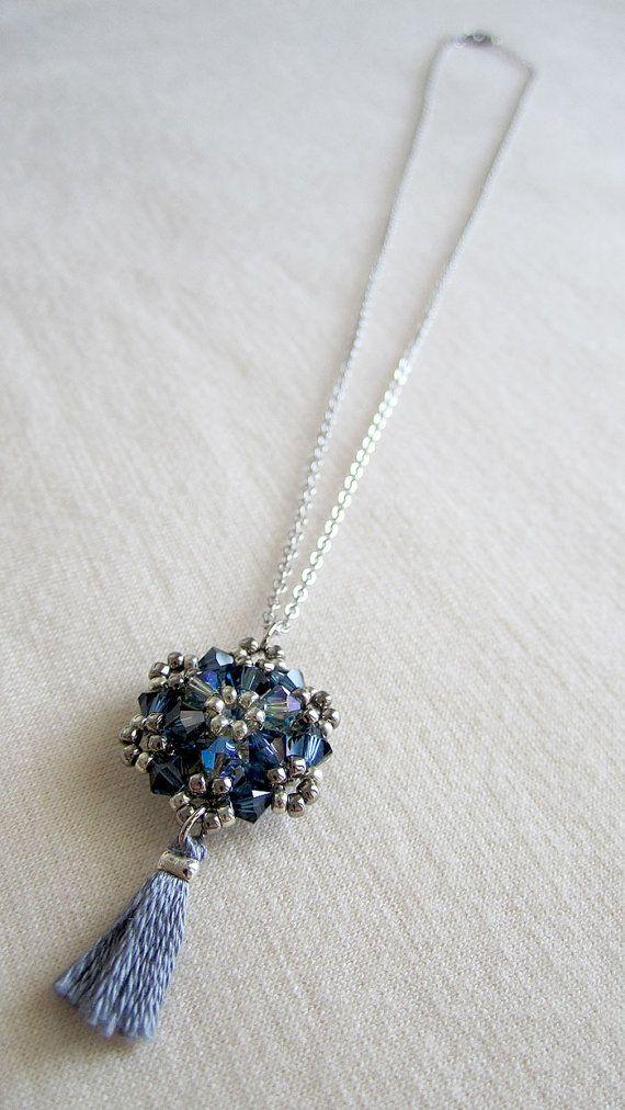 Azul borla delicado collar con colgante con por MiniTasselDesigns