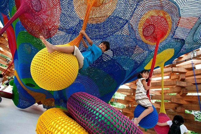Вязаная игровая площадка для японских малышей