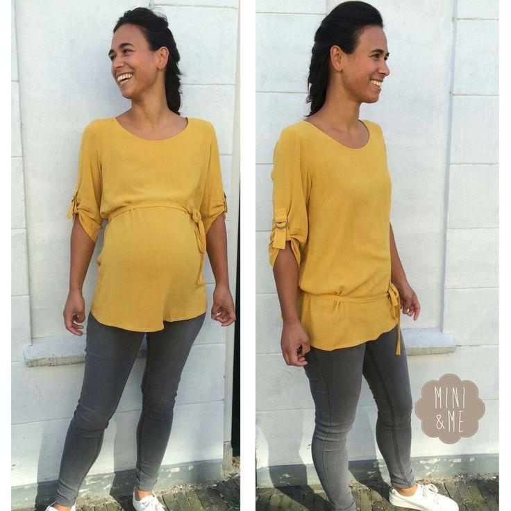 Trendy zwangerschapskleding ook te dragen voor of na je bevalling. Okergeel blouse #Mamalicious #minienme
