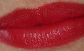 Beauty Shout Box: STOP LIPSTICK BLEED