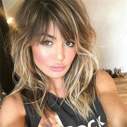 That color. The cut. Those bangs. Everything about this stunning look from Bianca Hillier screams #hairgoals and we know how she achieved that barely-there-but-oh-so-beautiul bronde shade.