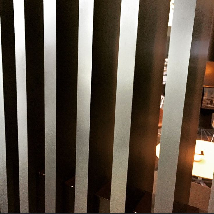 Pilaster at the entrance of he bar and goes around to the all right side of the bar. Made by aluminum. To give more privacy for people who is inside.