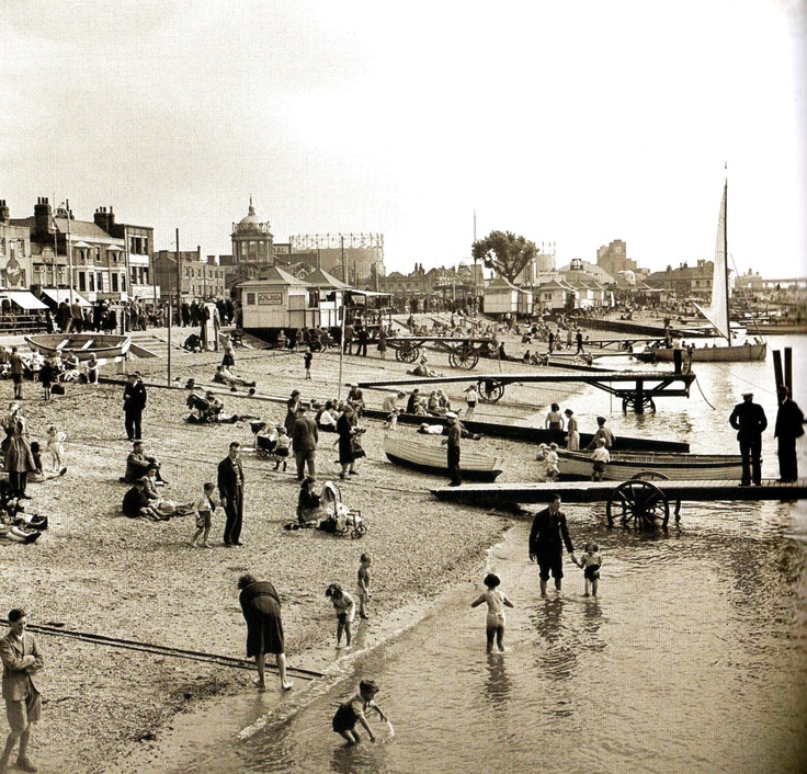 The beach, Southend-on-Sea - UK - 6 September 1948 (mon ex-ville adoptive :()
