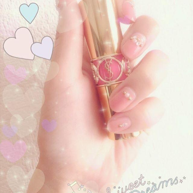 誕生日プレゼント紹介の続き💖GWは友人の結婚式に県外へ行ったりバタバタでした😱💦まだまだプレゼント紹介しきれてないので、順番にご紹介させて頂きますね🙇💕これは家族からのプレゼント💄🌟お気に入りだけど、このカラーは持ってなかった❣️使うの楽しみ~🎀帰ったらポストにお手紙入ってるかな?😍✨ #pink #ピンク #コスメ #リップ #口紅 #ysl #イブサンローラン #コスメマニア #デパコス #キラキラ #キラキラ加工 #大人可愛い #お洒落さんと繋がりたい #セルフネイル #ジェルネイル #ピンクネイル #プチプラコスメ #ネイル #結婚式受付用ネイル #ゆめかわいい #誕生日プレゼント