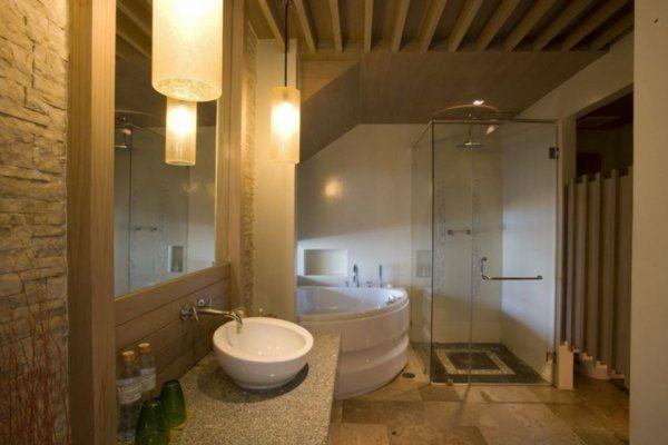 1000 id es sur le th me baignoire d 39 angle sur pinterest baignoire d 39 angle baignoire douche for Petite cabine de douche