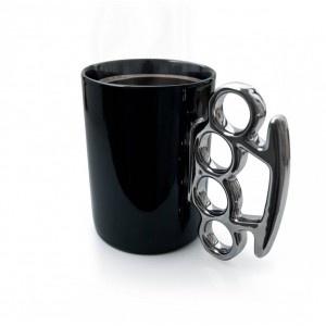 Le mug poing américain !