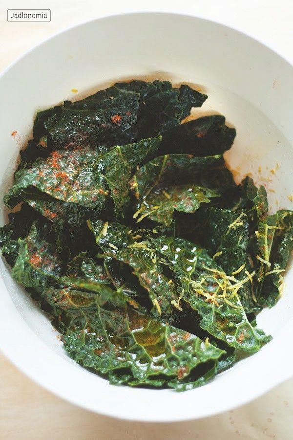 Czipsy z jarmużu » Jadłonomia · wegańskie przepisy nie tylko dla wegan