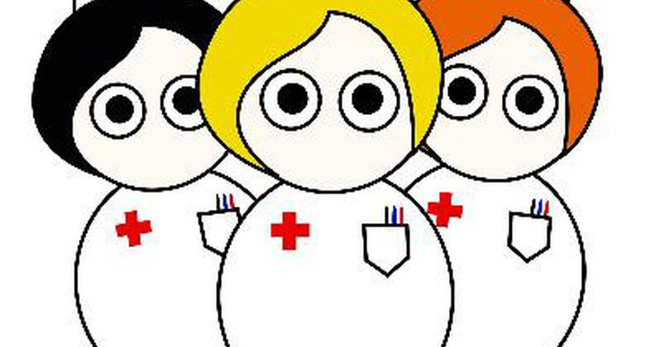 ¿Cuál es el rol de las enfermeras en el hospital?. Las enfermeras proporcionan una ayuda extensiva a los médicos al cuidar a los pacientes para que se recuperen de un accidente o enfermedad. Las enfermeras tienen varios roles para asegurar que los hospitales funcionen bien diariamente.