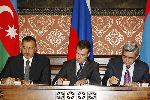 Ilham Aliyev, Dmitry Medvedev and Serzh Sargsyan in Moscow on 2 November 2008
