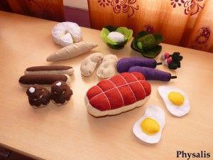Après ce panier de fruits et légumes , on m'a demandé d'autres éléments pour une dinette en feutrine . Voici le complément : Encore quelques légumes : Aubergine, Radis ( tuto ), Pomme de terre, Salade ( tuto ) et Choux fleur ( tuto ) Ensuite, un peu de...