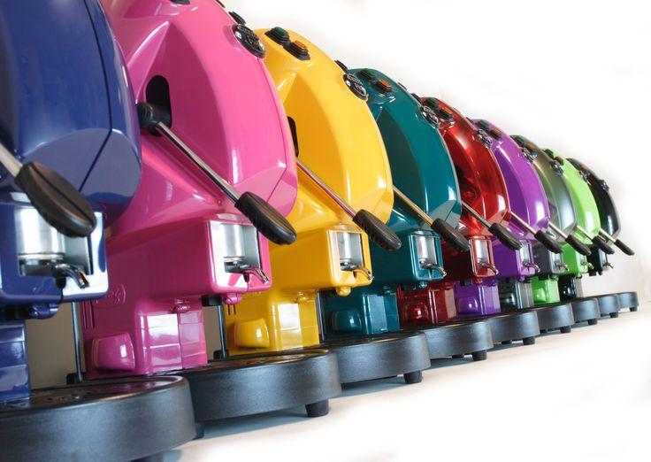 Conoscete le differenze fra le machine da caffè in capsule o cialde? Preferite le macchine da caffè a capsule tecnologiche e funzionali? Oppure desiderate cialde caffe espresso raffinate e gustose? Negli ultimi anni le innovazioni del mercato hanno rivoluzionato il modo di bere il caffè in casa.   L'articolo intero lo trovi QUI: http://www.cialdecapsulecaffe.it/2014/07/differenze-macchine-caffe-in-capsule-cialde/