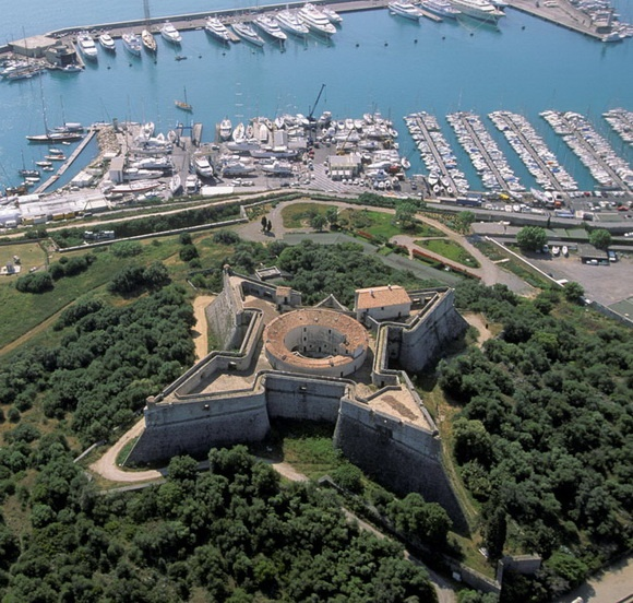 Fort Carré, France - from the page: 15 Star-Shaped Forts From Around the World