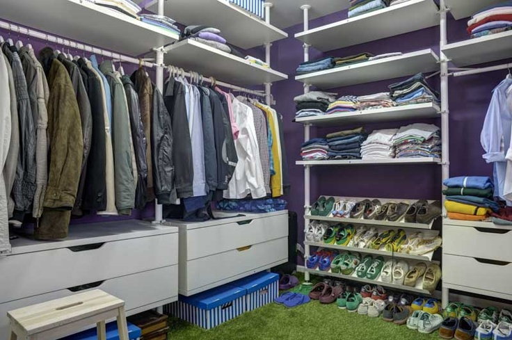 Bachelors pad // walking closet. See entire project in this link