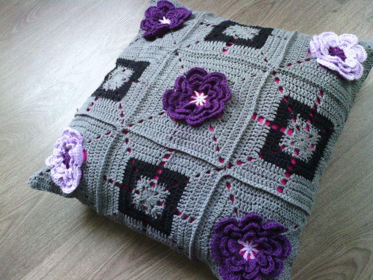 Lutje Haakt: #bloemenswap: Coussin Crochet, Crochet Afghans, Bloemenswap Madebym, Pillows Cushions, Alternative Flowers, Afghans Pillows, Crochet Pillows, Bloemenswap Made By M, Crochet Beds