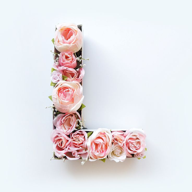 If you're looking for a cute and totally chic piece to add to your spring decor, this Blooming Monogram DIY will be a sweet addition!