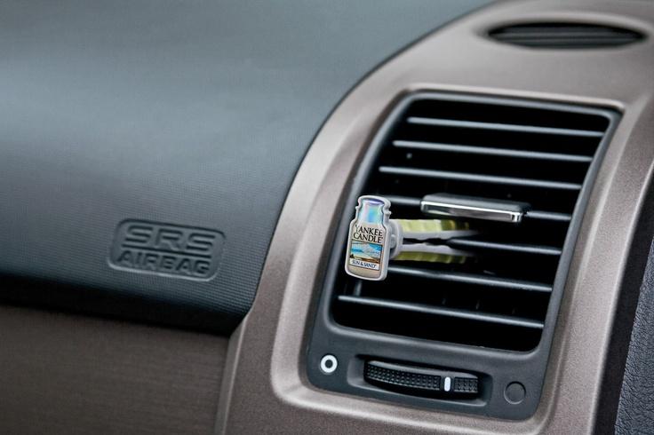 Sprid din favorit doft i din bil med Vent Sticks. Sätt fast i ventilationgallret och låt luften göra resten. Läs mer om Vent Sticks på http://www.yankeecandle.se/ProductList.aspx?TM=60=164