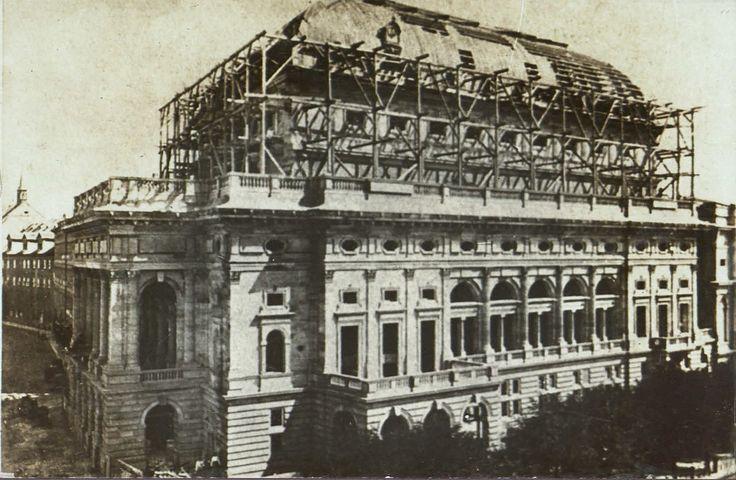 Národní divadlo během výstavby v roce 1879.