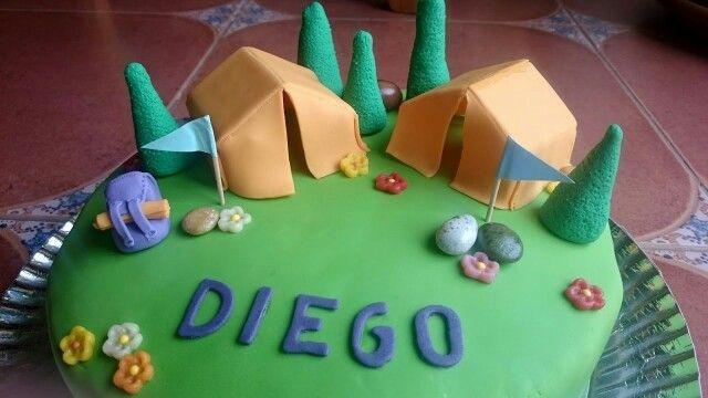 Tarta de fondant para un cumpleaños muy scout. Hecha el 6/02/16 para el 10 cumpleaños de mi hijo Diego.