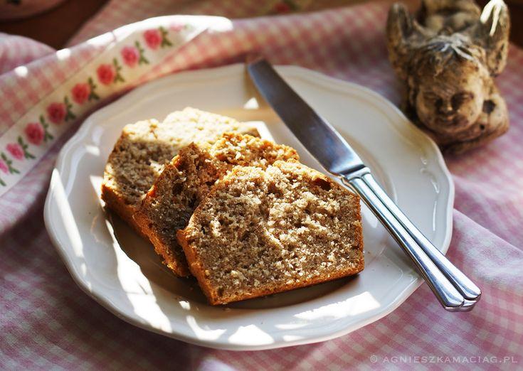 Jeśli lubisz smak kokosów, to ten chlebek kokosowy jest idealny dla Ciebie. Ja go uwielbiam! Świetny z odrobiną masła lub kwaśnych powideł domowej roboty.