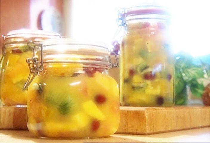 Salade de fruits qui tient le coup par Denise Turcotte, Richard Boivin - di Stasio - Téléquébec