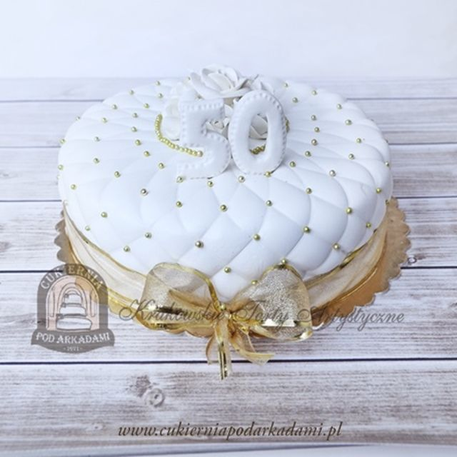 72BA. Elegancki tort na złote gody. Fiftieth wedding anniversary cake – classy and elegant design.