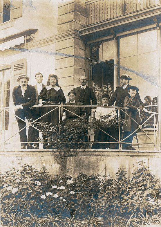 Alfred and Lucie Dreyfus in 1906 with their friends Naville in Switzerland. Eugene Naville was an intimate friend of Alfred and was one of his main supporters during the affair. The Dreyfus family spent a year living with the Naville touring around Switzerland. Spouses Dreyfus in 1906. © Coll. hand. - Page 1