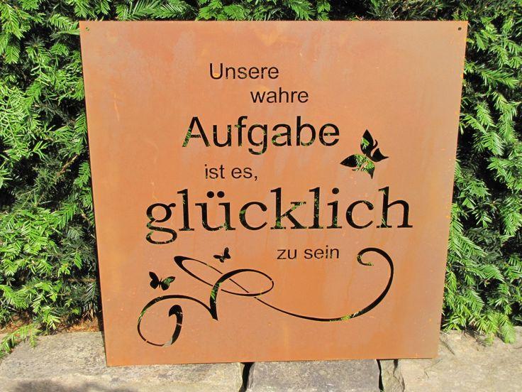 """Edelrost Gedichttafel """"Unsere wahre Aufgabe...""""  Die Spruchtafel ist ein Hingucker in jedem Garten und zieht gerade in Vorgärten die Blicke auf sich.  Spruch auf der Tafel lautet:  """"Unsere wahre Aufgabe ist es, glücklich zu sein""""  Größe:      Höhe: 60 cm     Breite: 60 cm   Preis: 43,- €"""